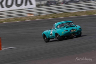 The first qualifying of 2020 is a fact. The fastest equipe today at Zandvoort is Rhea Sautter & Andy Newell with their Jaguar E-type. Followed by Jos Stevens in the Lotus Elan and Jaap & Jack vd Ende in the Ford Falcon. Later this afternoon the first 45 minutes race of this weekend at Zandvoort. . . #nkhtgt #historicracing #noltekuechen #zandvoort #kronos #circuitzandvoort #historicmotorsport . 📷 @retroracingmagazine